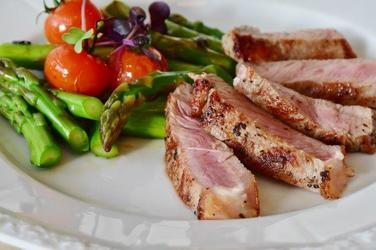 Steak With Asparagus